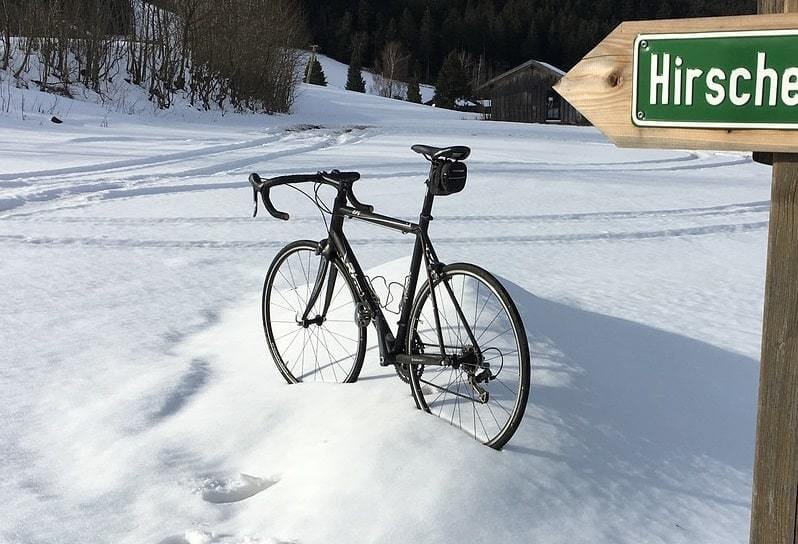 8 Untold Tips For Pro Winter Bike Riding - Mountain Bikes Lab