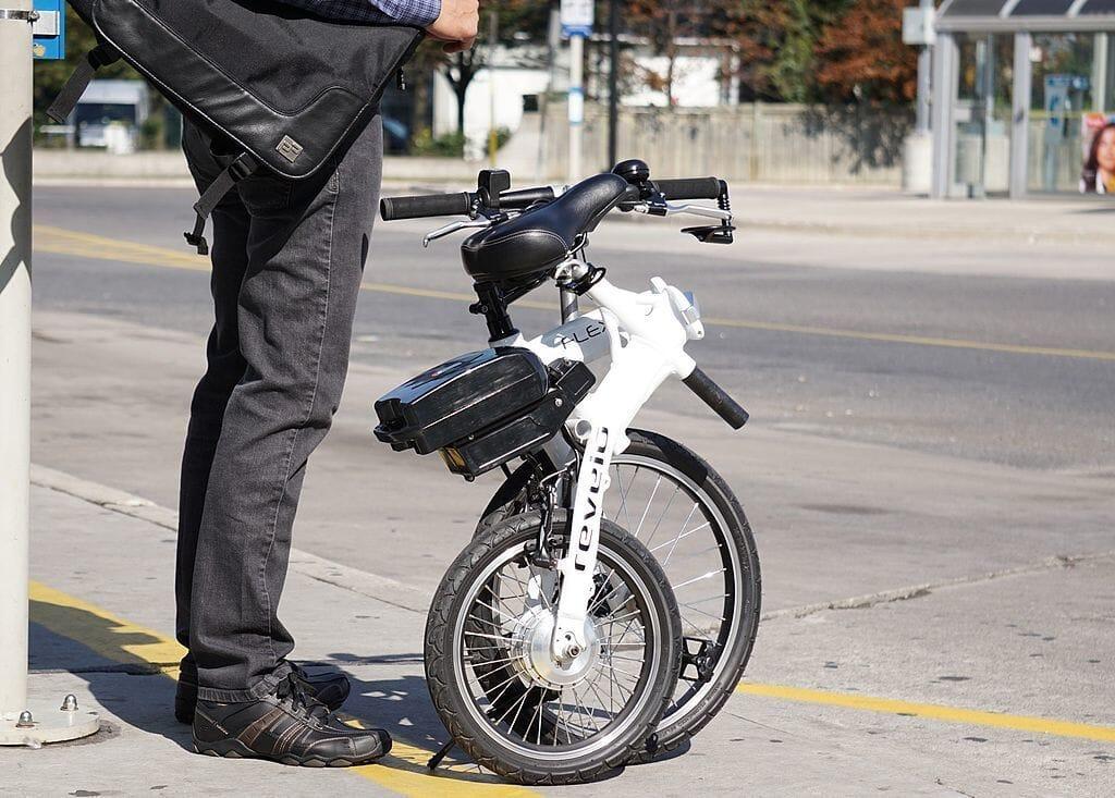 Folded Revelo FLEX e-bike on road.jpg